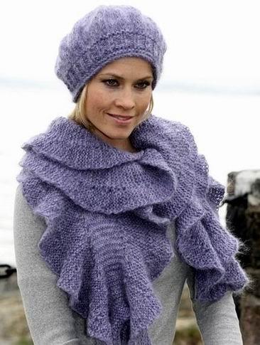 Теплый берет и шарф.
