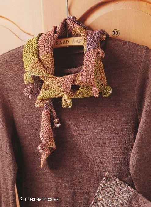Оригинальный вязаный шарф.