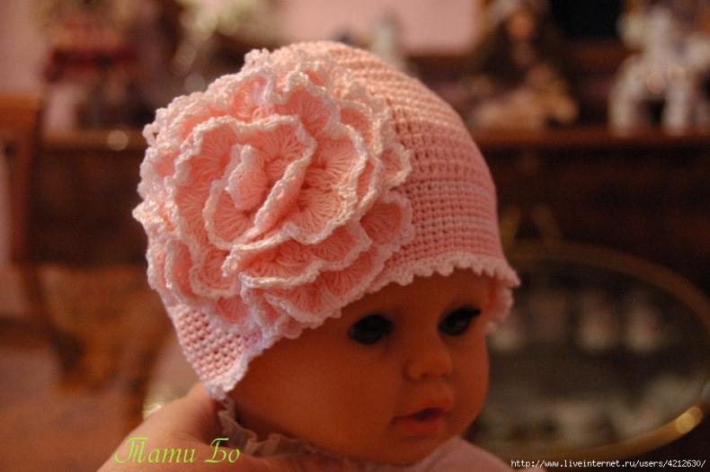 Летние вязаные шапочки на девочек