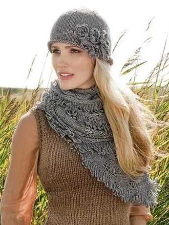 Шапочка с цветами и шарф из Lana Grossa.