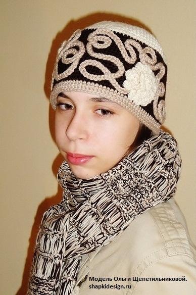 """Вязаный комплект шапка + шарф """"Чайные розы"""""""