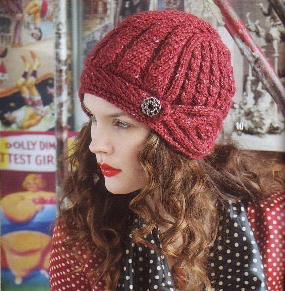 Вязаная красная шапка - шлем.